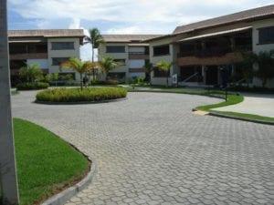 Piso RODIN aplicado na obra do condomínio Genipabu Summer House em Guarajuba, litoral da Bahia.