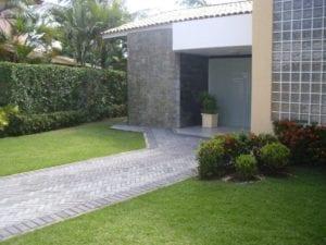 Piso BERNINI Slim aplicado em uma residência no município de Lauro de Freitas, Bahia.