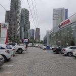 Piso BERNINI Drenante aplicado na Concessionária Terra Forte Toyota da Magalhães Neto em Salvador, Bahia.